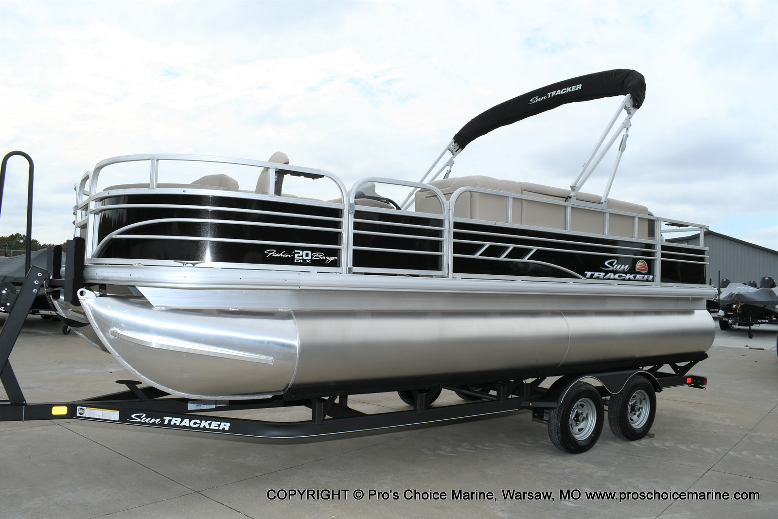2020 Sun Tracker boat for sale, model of the boat is Fishin' Barge 20 DLX & Image # 1 of 50