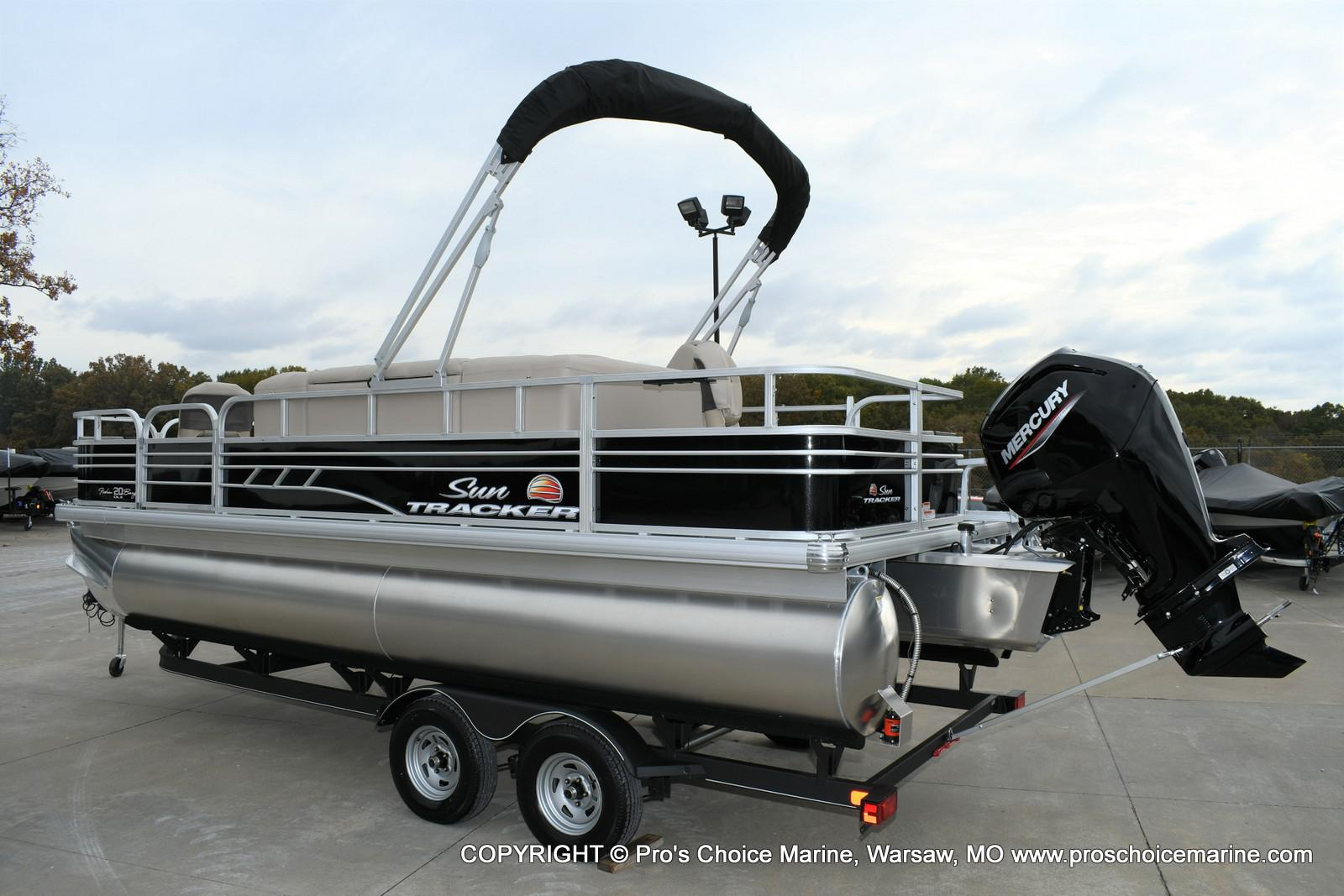 2020 Sun Tracker boat for sale, model of the boat is Fishin' Barge 20 DLX & Image # 13 of 50