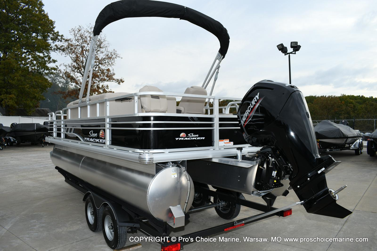 2020 Sun Tracker boat for sale, model of the boat is Fishin' Barge 20 DLX & Image # 2 of 50