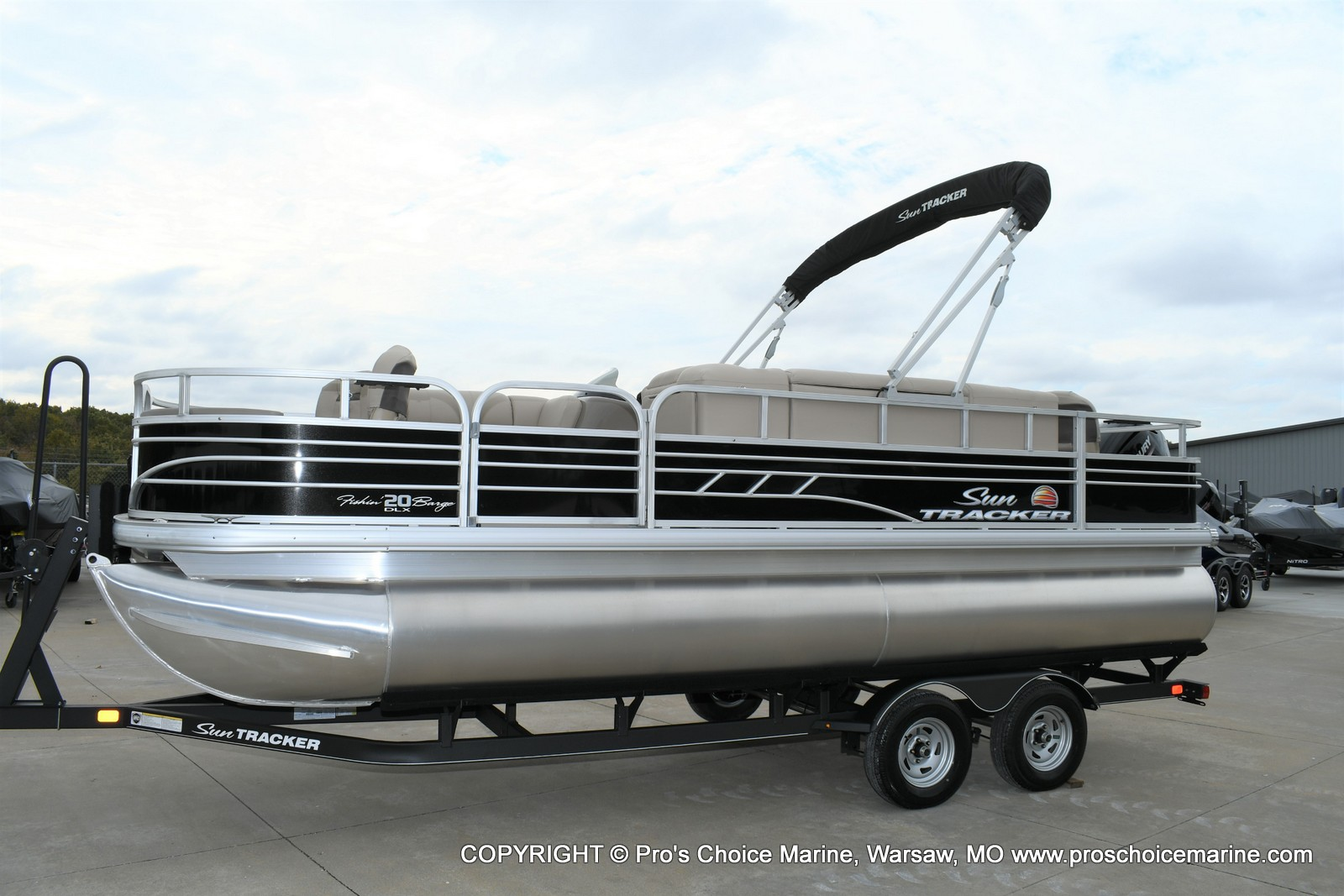 2020 Sun Tracker boat for sale, model of the boat is Fishin' Barge 20 DLX & Image # 29 of 50