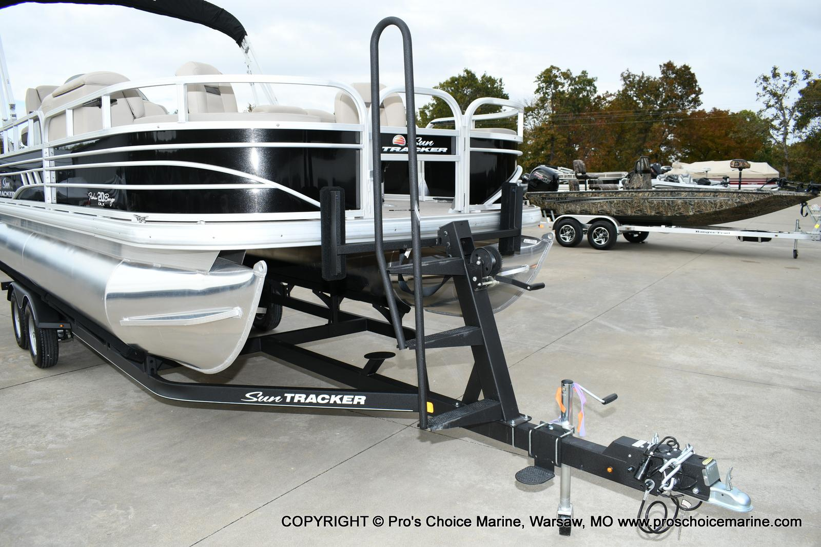 2020 Sun Tracker boat for sale, model of the boat is Fishin' Barge 20 DLX & Image # 3 of 50