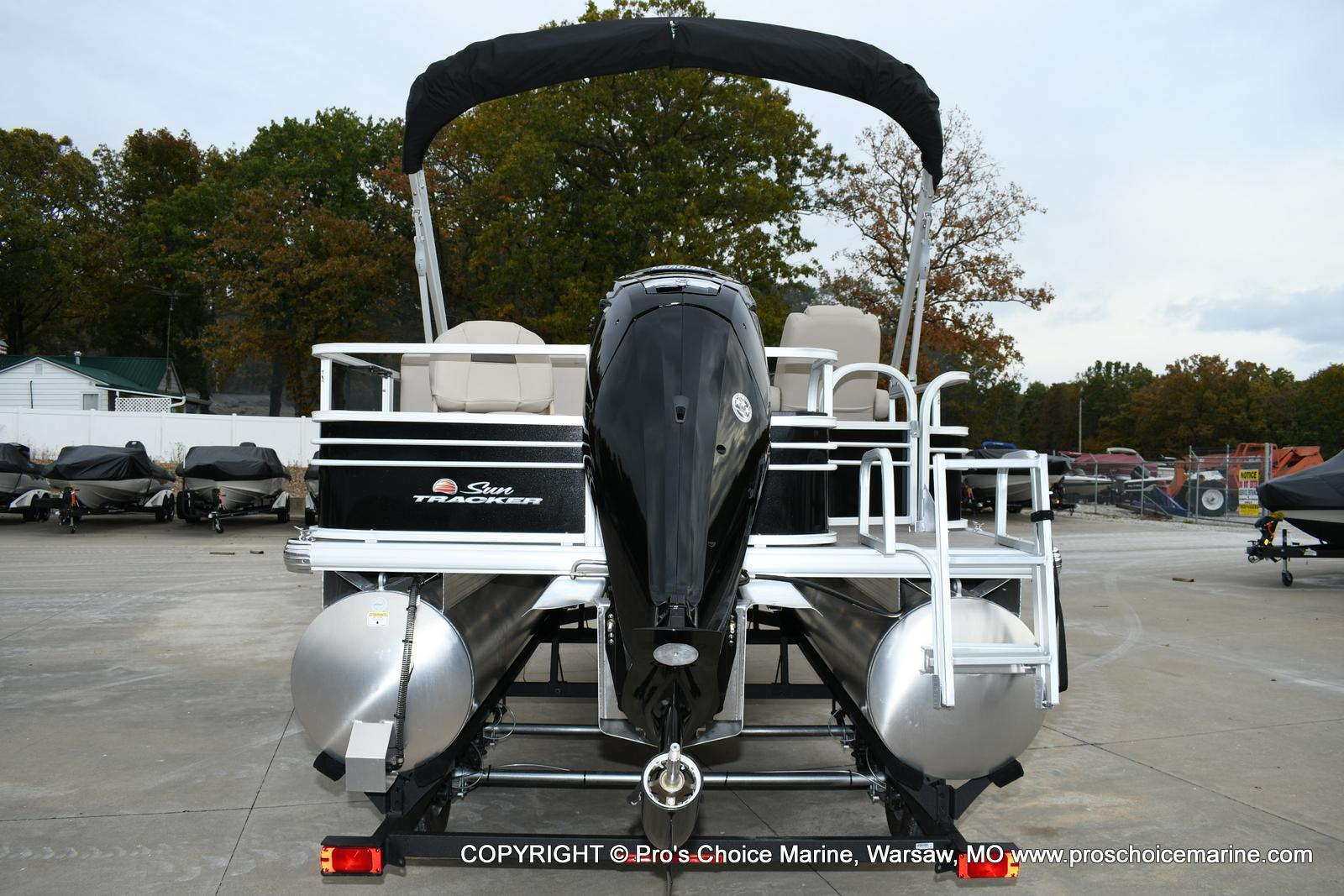 2020 Sun Tracker boat for sale, model of the boat is Fishin' Barge 20 DLX & Image # 38 of 50
