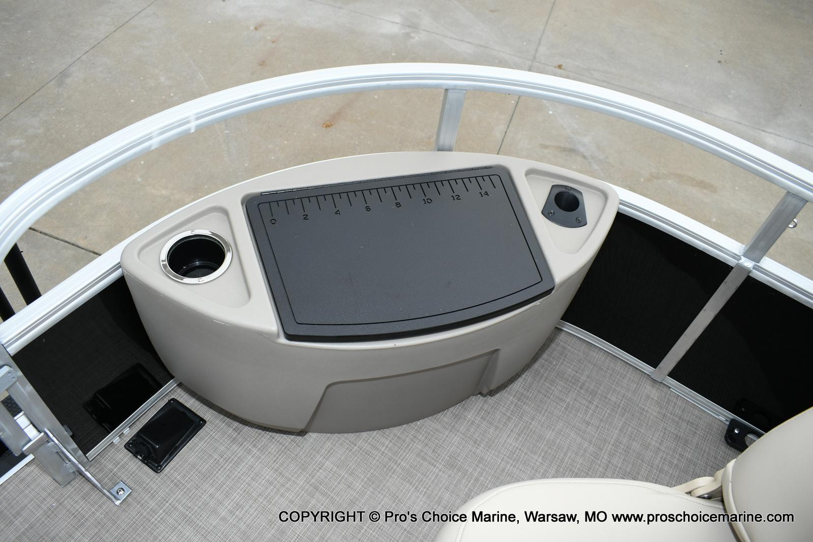 2020 Sun Tracker boat for sale, model of the boat is Fishin' Barge 20 DLX & Image # 40 of 50