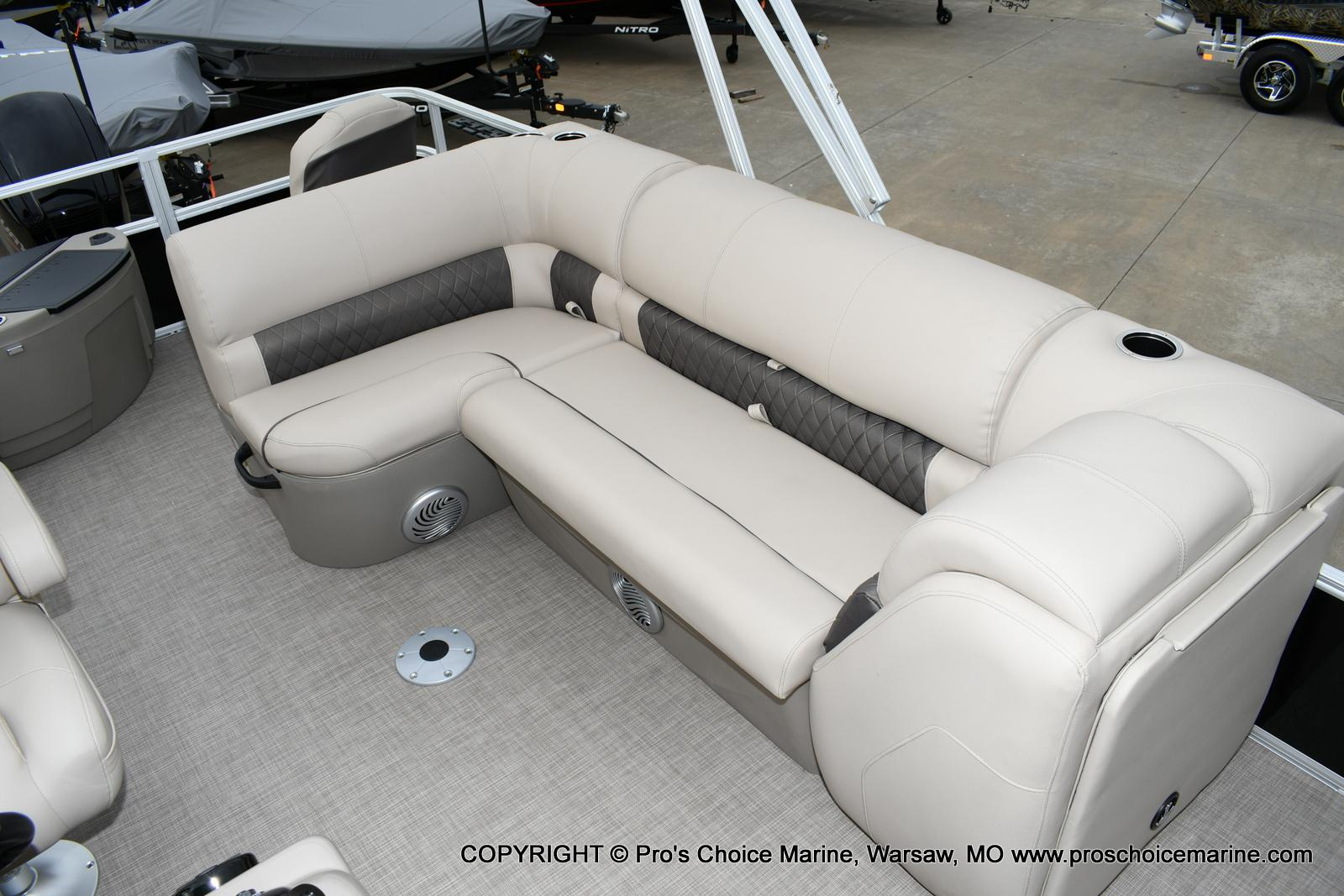 2020 Sun Tracker boat for sale, model of the boat is Fishin' Barge 20 DLX & Image # 44 of 50