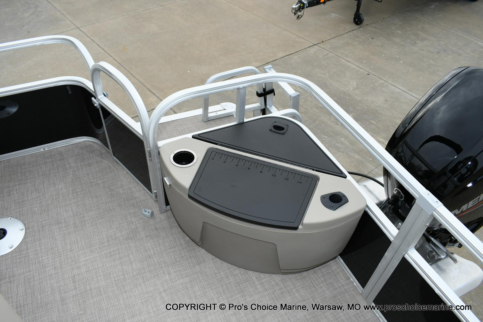 2020 Sun Tracker boat for sale, model of the boat is Fishin' Barge 20 DLX & Image # 7 of 50