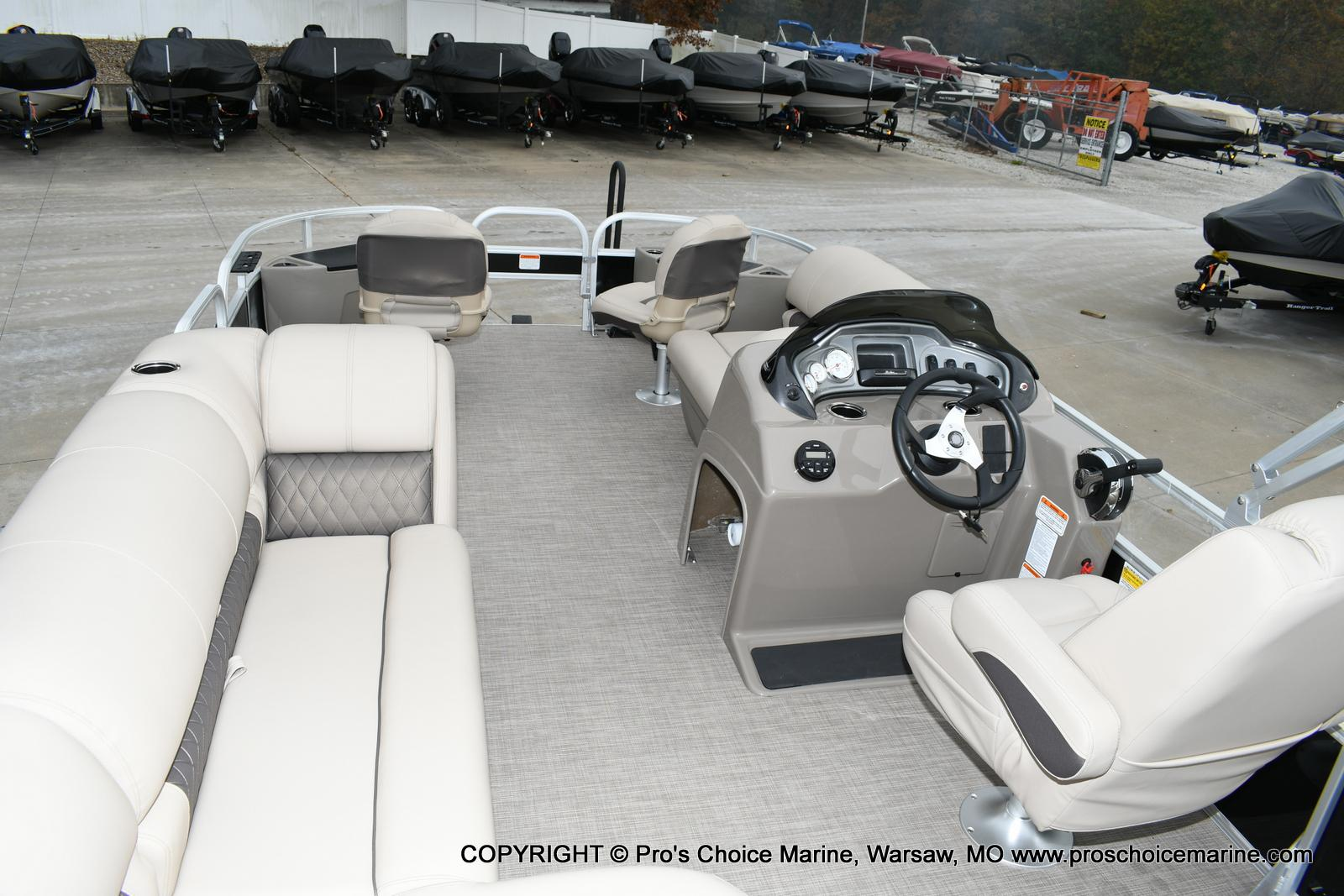 2020 Sun Tracker boat for sale, model of the boat is Fishin' Barge 20 DLX & Image # 9 of 50