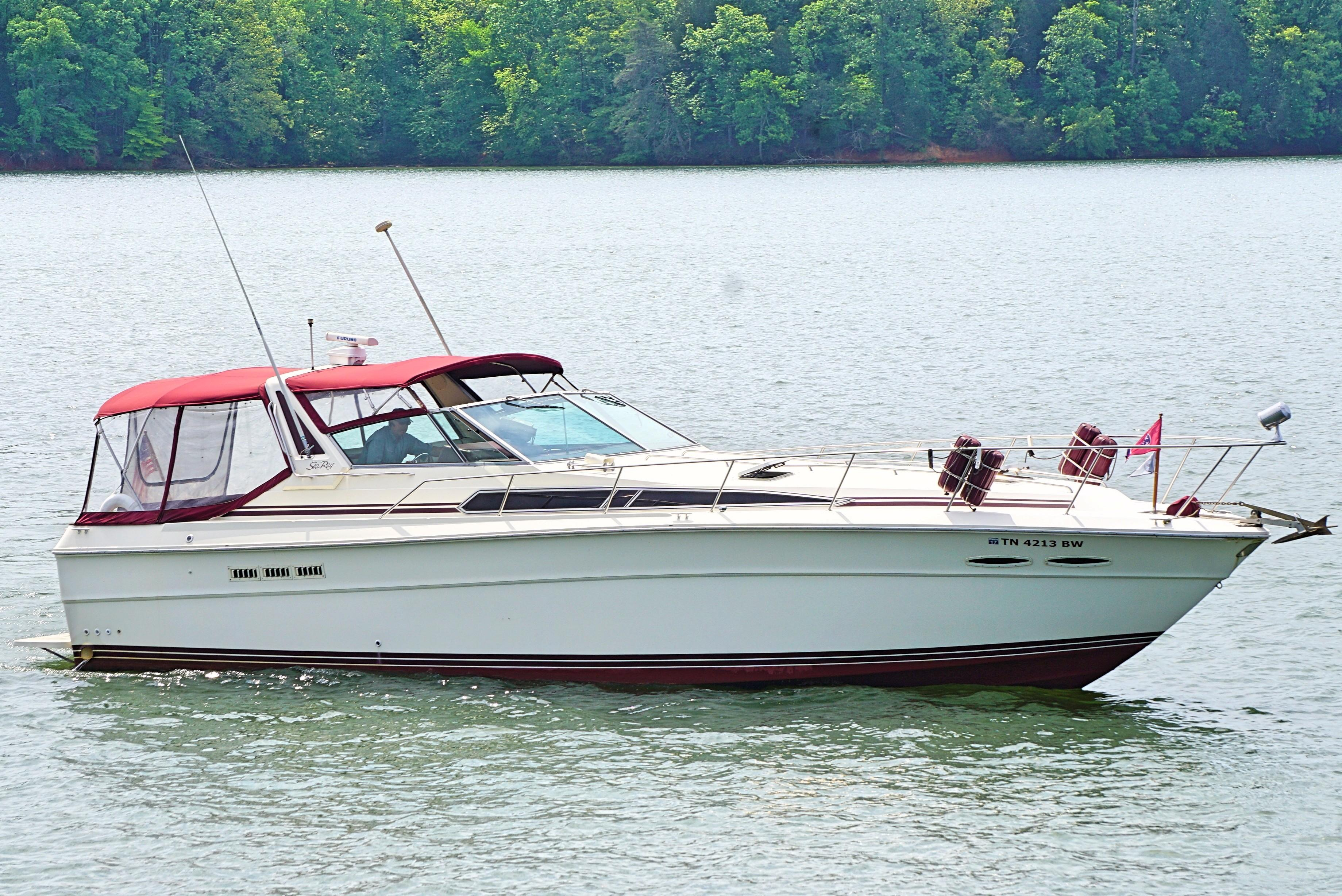 1985 Sea Ray 390 Express Cruiser Knoxville, Tennessee - Pier 33