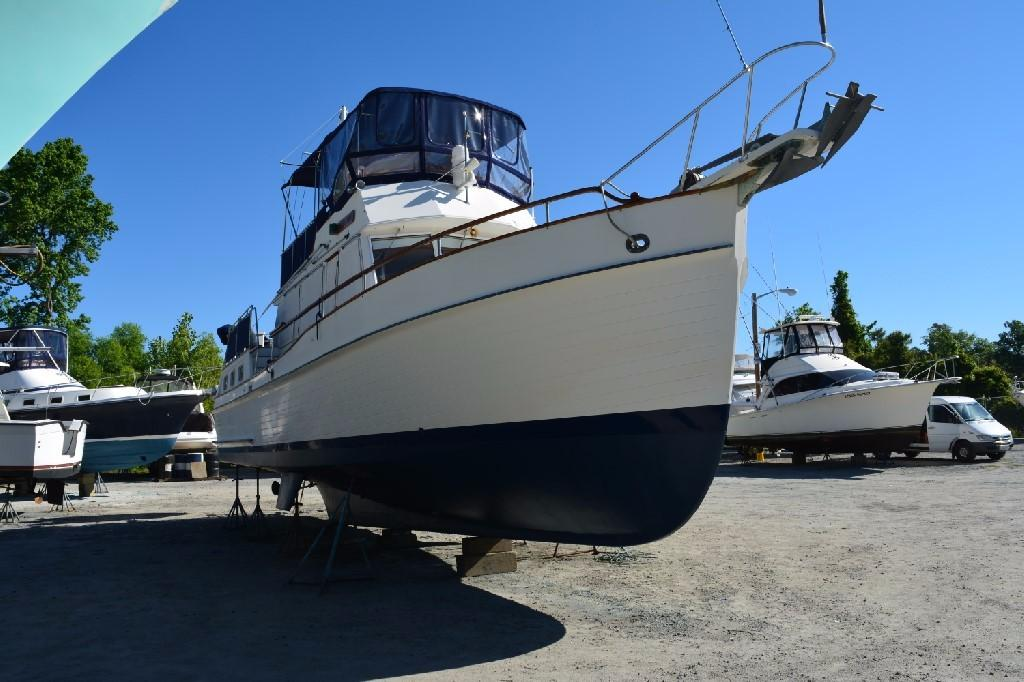 Grand Banks 42 Motoryacht - Starboard Bow May 2017