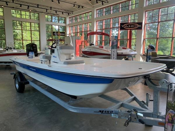 2020 Mako boat for sale, model of the boat is Pro Skiff 19 CC & Image # 2 of 53