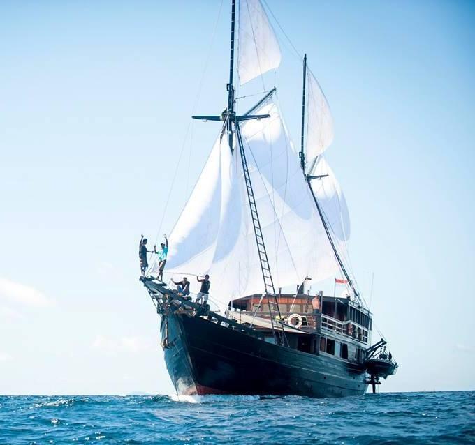 122 ft Bugis Phinisi Under Sail