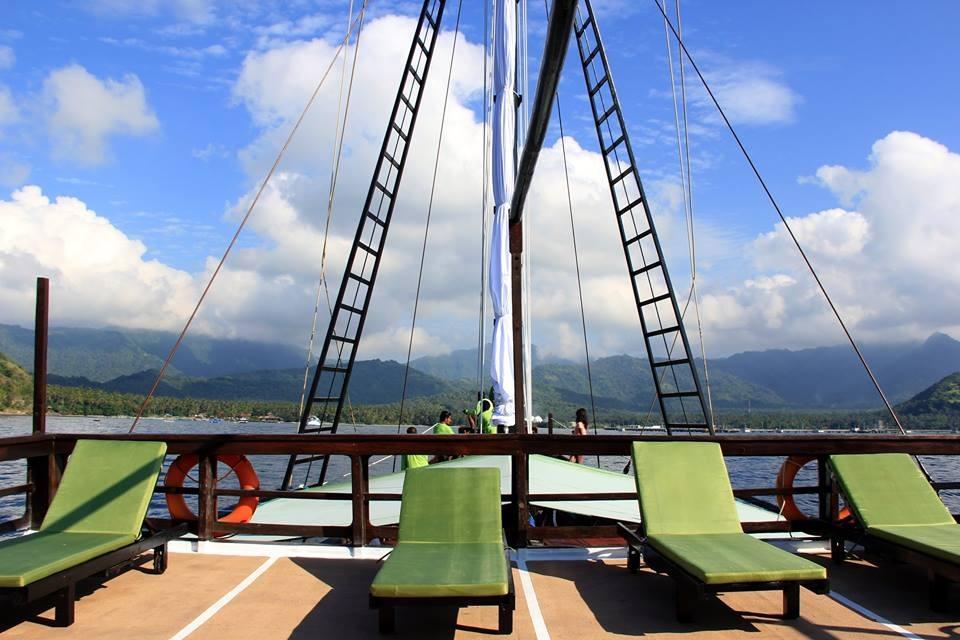 122 ft Bugis Phinisi Upper deck sunbathing