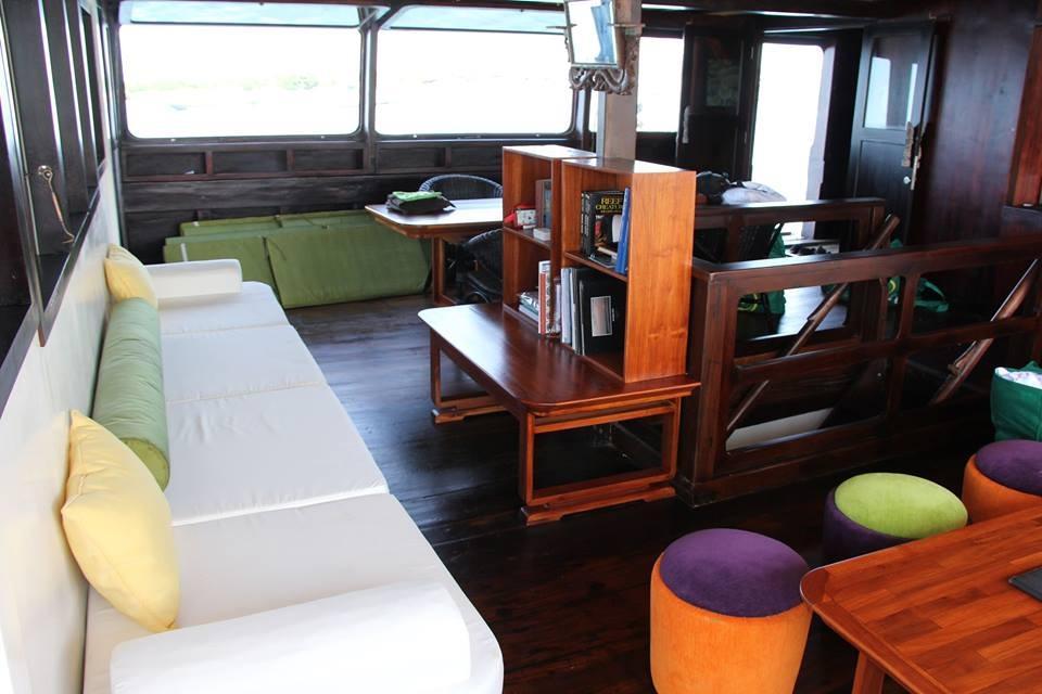 122 ft Bugis Phinisi Saloon