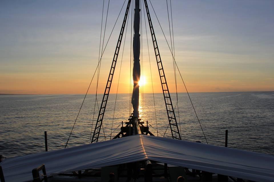 122 ft Bugis Phinisi Sunset Sailing