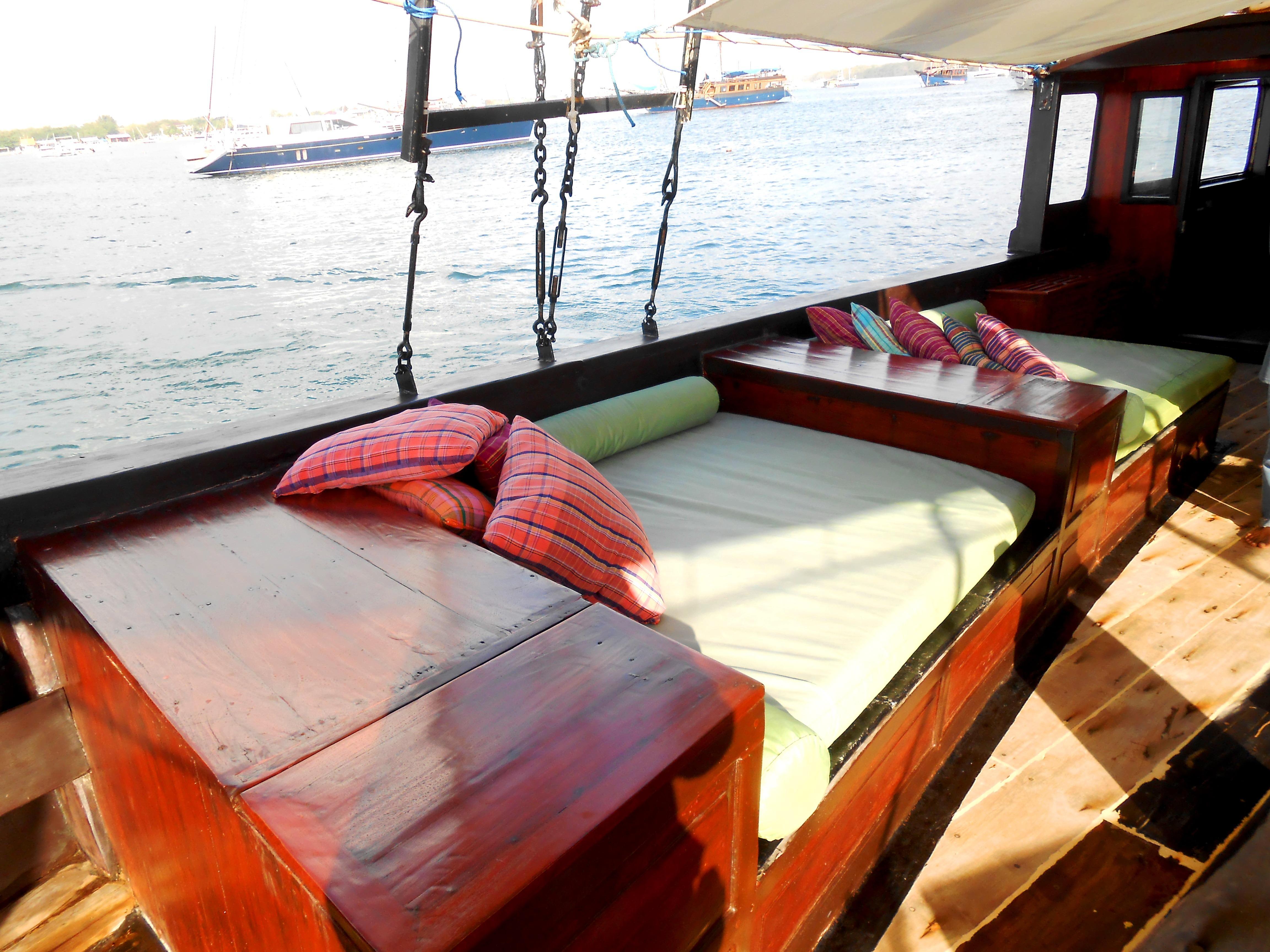 122 ft Bugis Phinisi Upper Deck Lounge