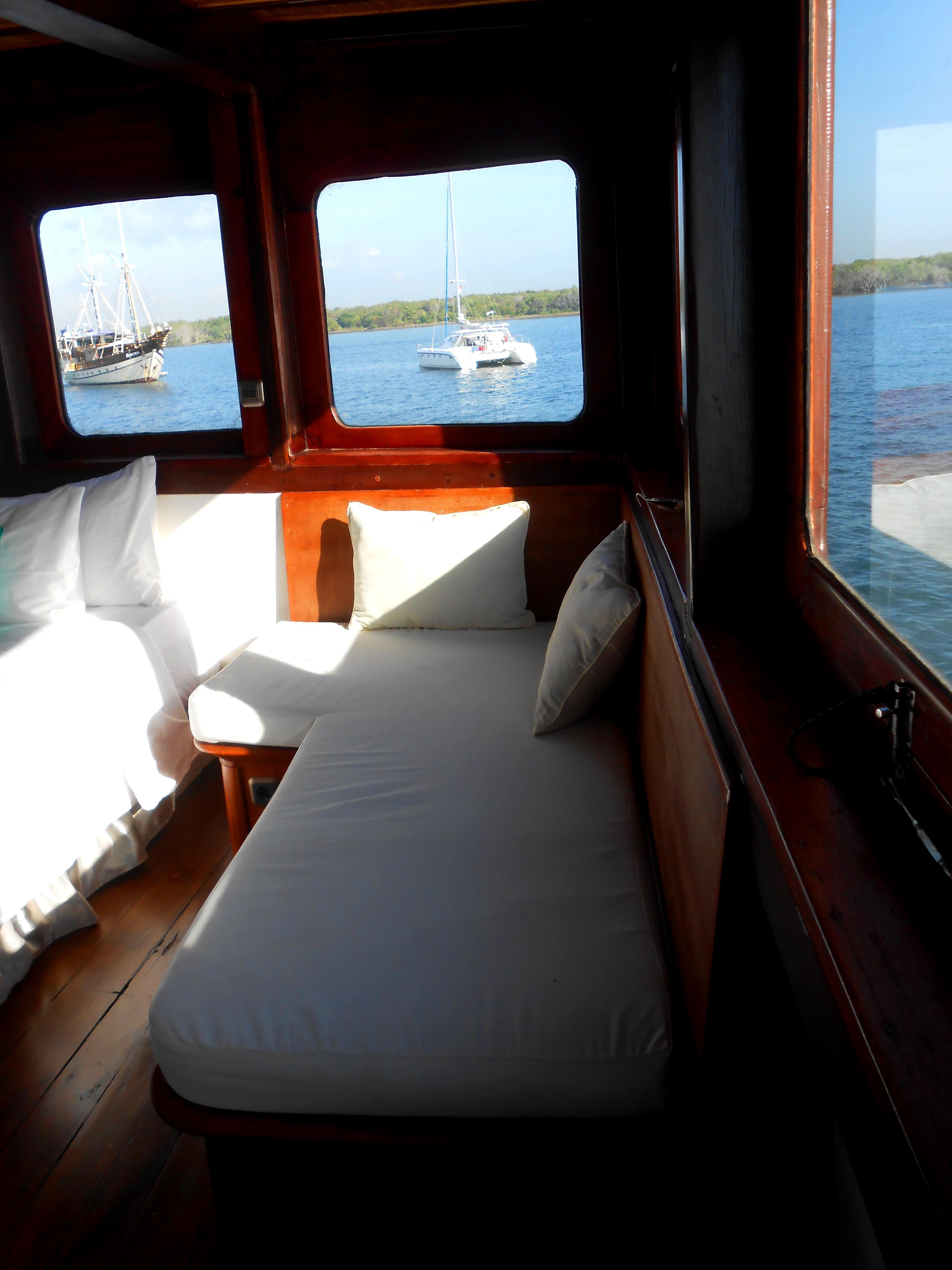 122 ft Bugis Phinisi Master Suite Lounge