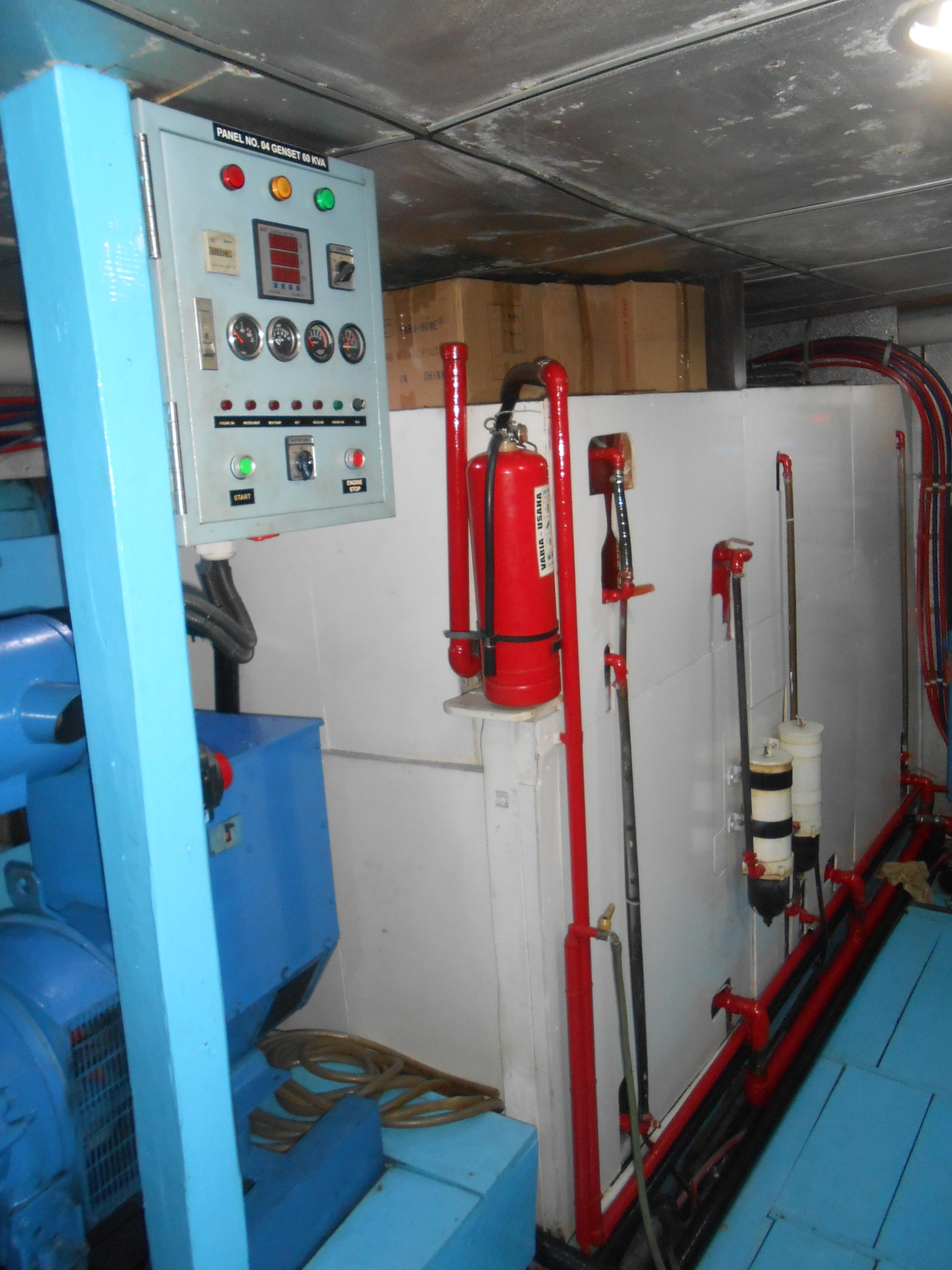 122 ft Bugis Phinisi Engine Room