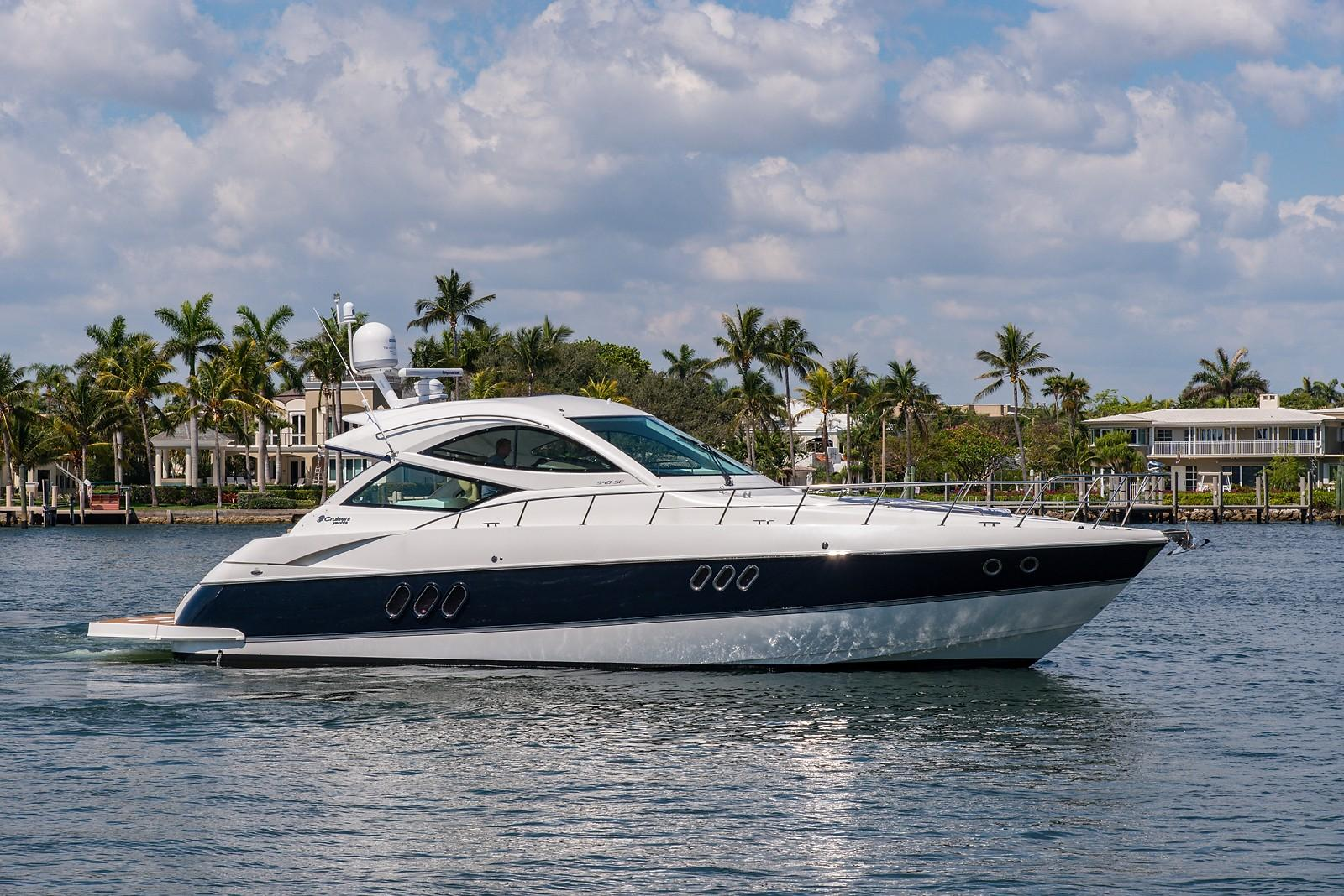 54 ft Cruisers Yachts Sports Coupe