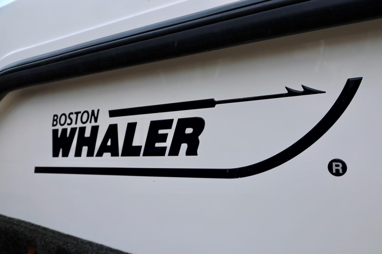 2002 Boston Whaler 255 Conquest