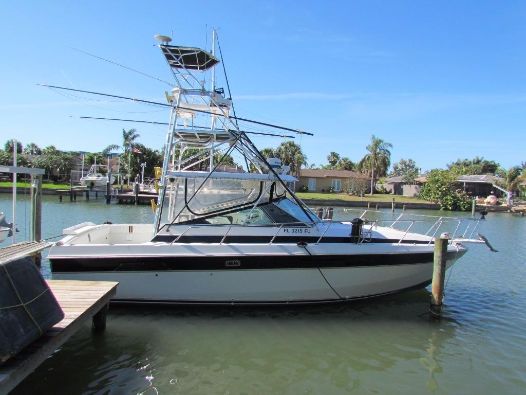 1984 Chris Craft 332 Express
