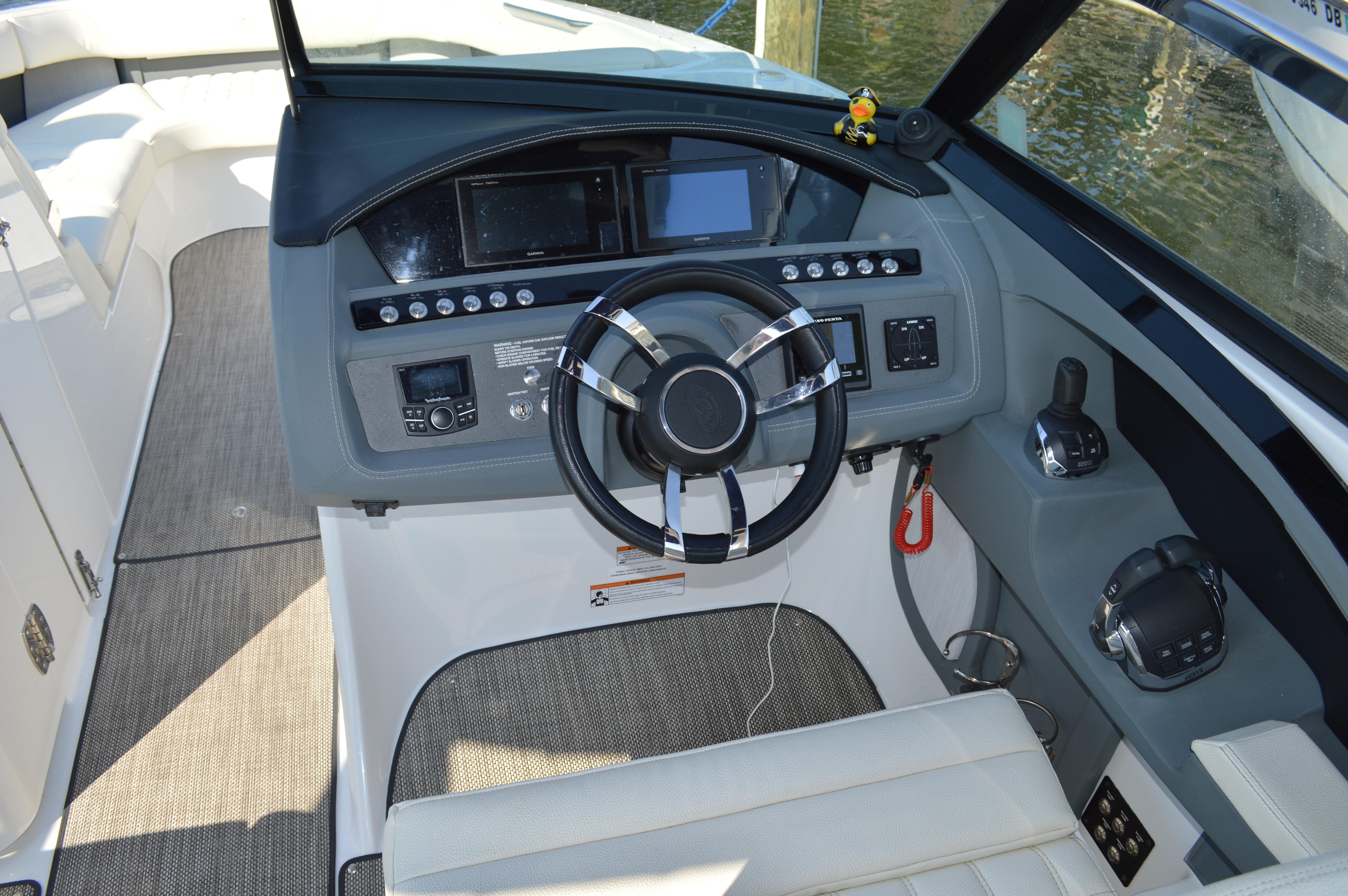 31 Cobalt 2017 Annapolis | Denison Yacht Sales