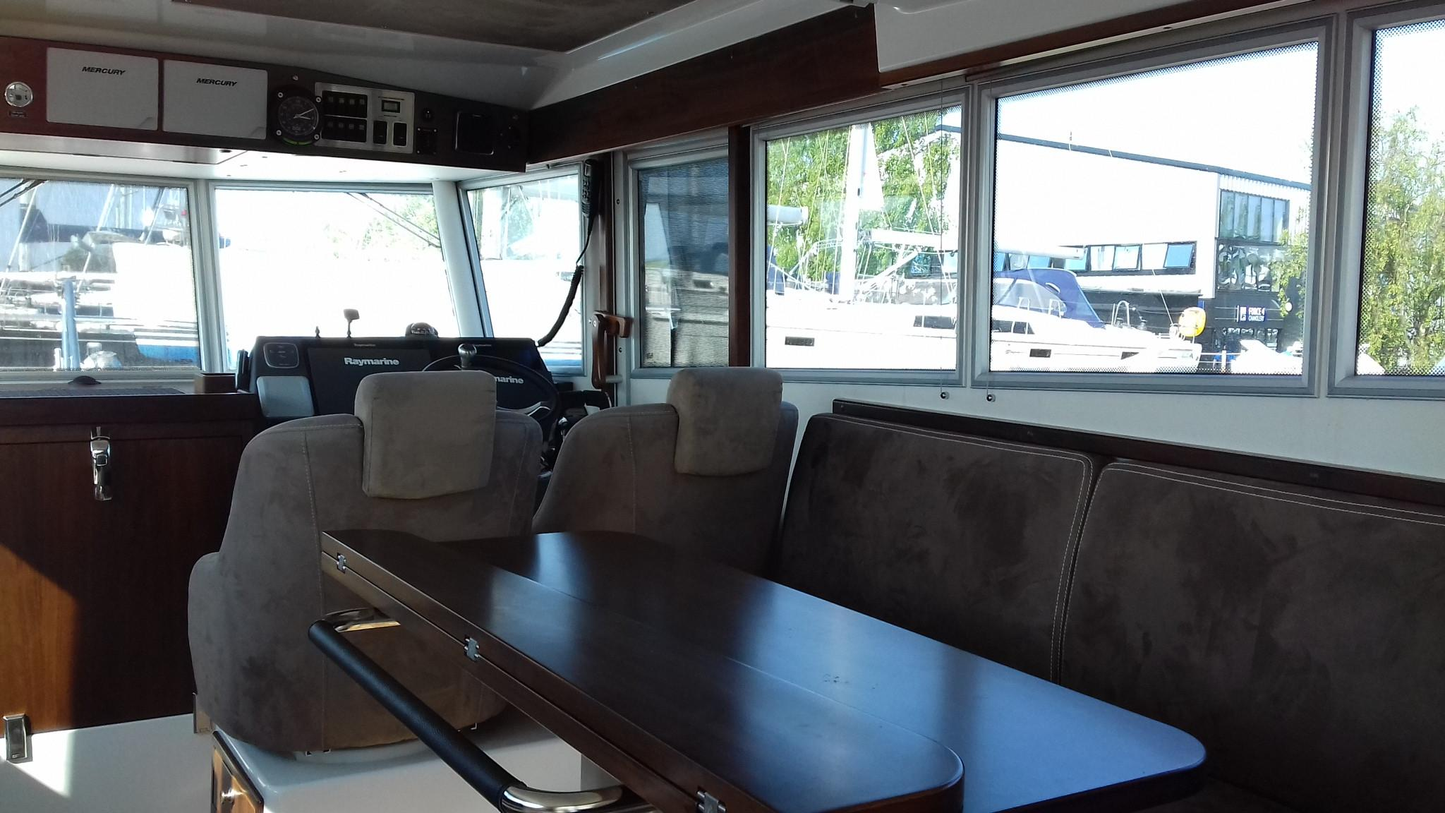Sargo 36 Fly seating / convertable table