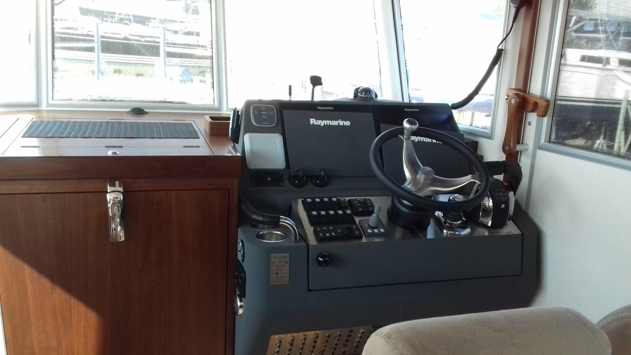 Sargo 36 Fly Steering position
