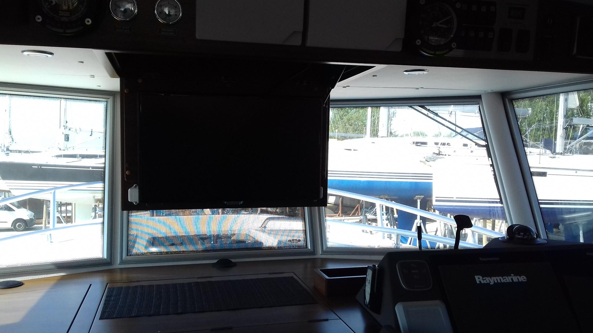 Sargo 36 Fly TV in down position