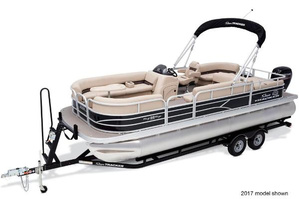 2018 Sun Tracker boat for sale, model of the boat is Party Barge 22 DLX & Image # 1 of 7
