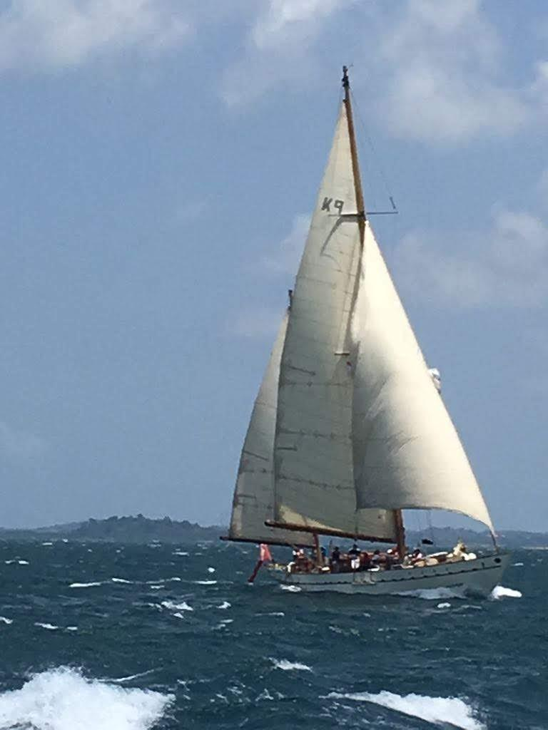 Stow and Sons Classic Yacht-5