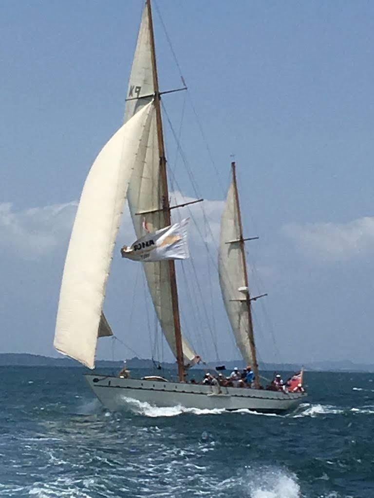 Stow and Sons Classic Yacht-6