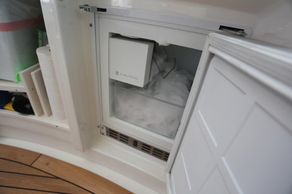 Cockpit Icemaker