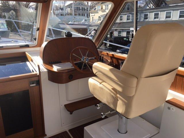Legacy Yachts 32