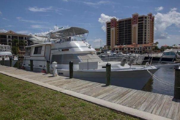 Gulfstar Aft Cabin - Starboard Bow