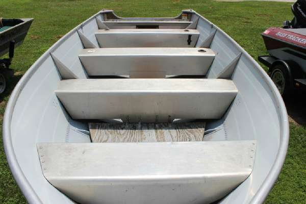 1986 Lowe boat for sale, model of the boat is Lunker V16 & Image # 2 of 9