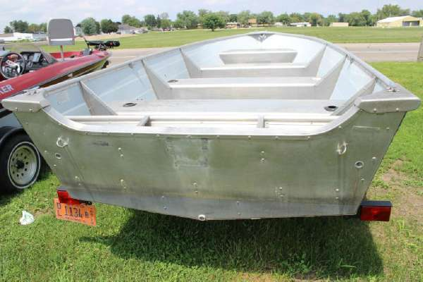 1986 Lowe boat for sale, model of the boat is Lunker V16 & Image # 3 of 9