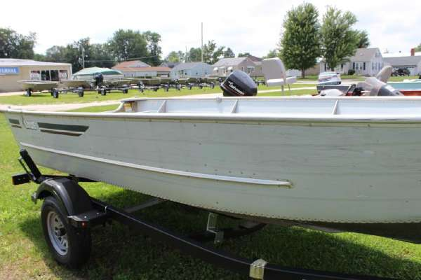 1986 Lowe boat for sale, model of the boat is Lunker V16 & Image # 6 of 9