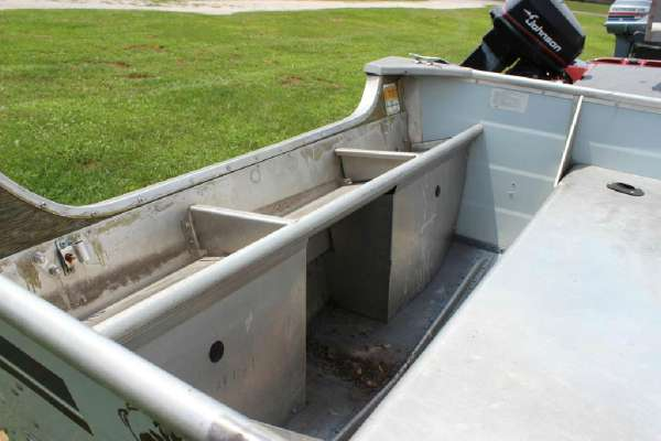 1986 Lowe boat for sale, model of the boat is Lunker V16 & Image # 7 of 9