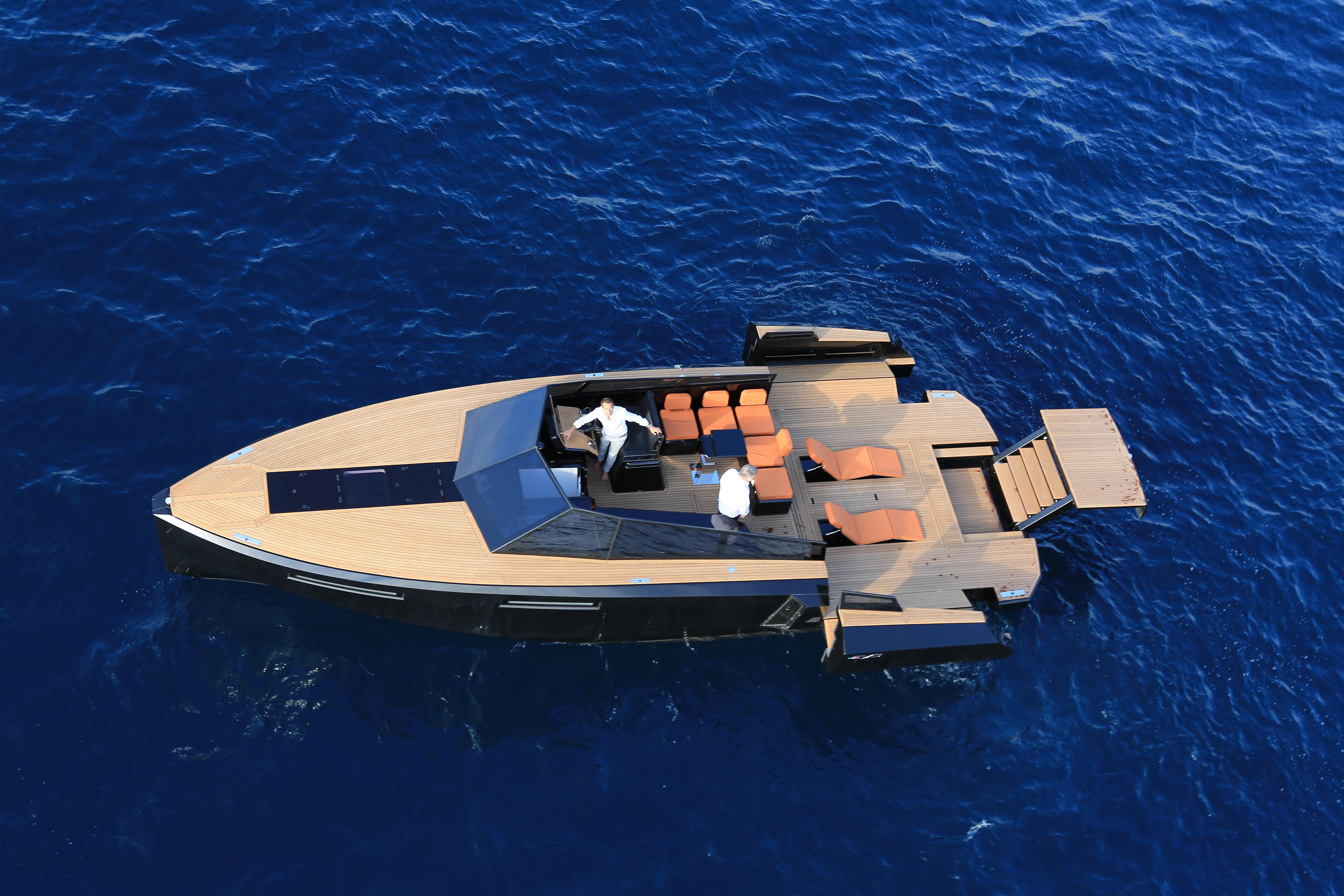 """The Large Aft Platform - Built-in Into The Beach Area �"""" Can Be Mechanically Extended And Rotated On Its Longitudinal Axis By Almost 270°, Providing Total Flexibility. This Modular Platform Can Be Used With Ease To Support Boarding O"""
