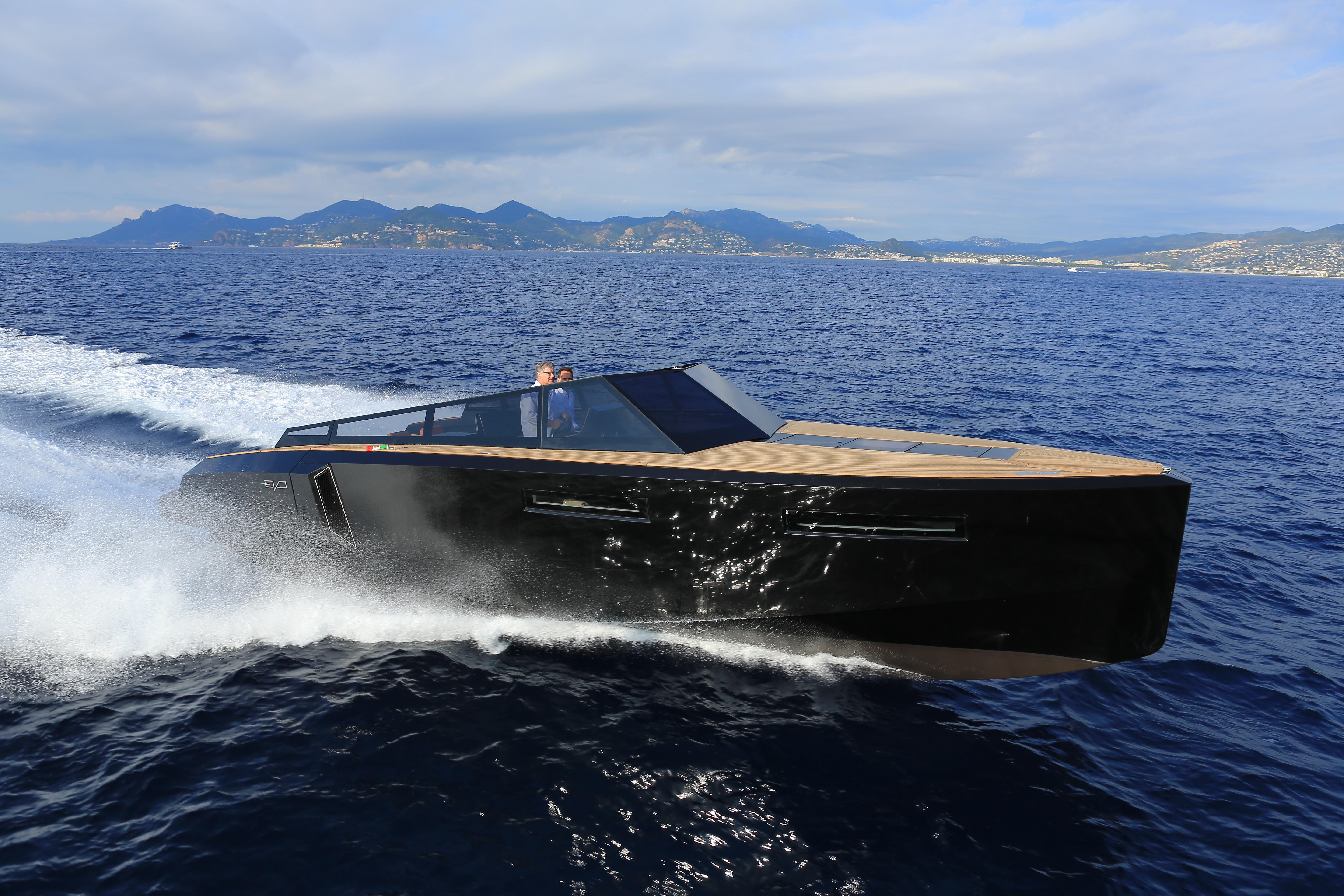 The Boat Is Built In Composite Material - Resin-infused Fiberglass - That Allows Accurate Control Of Thickness And Weight, Thus A 20% Gain In Displacement Compared To Boats Of The Same Type And Length And With The Same Engines
