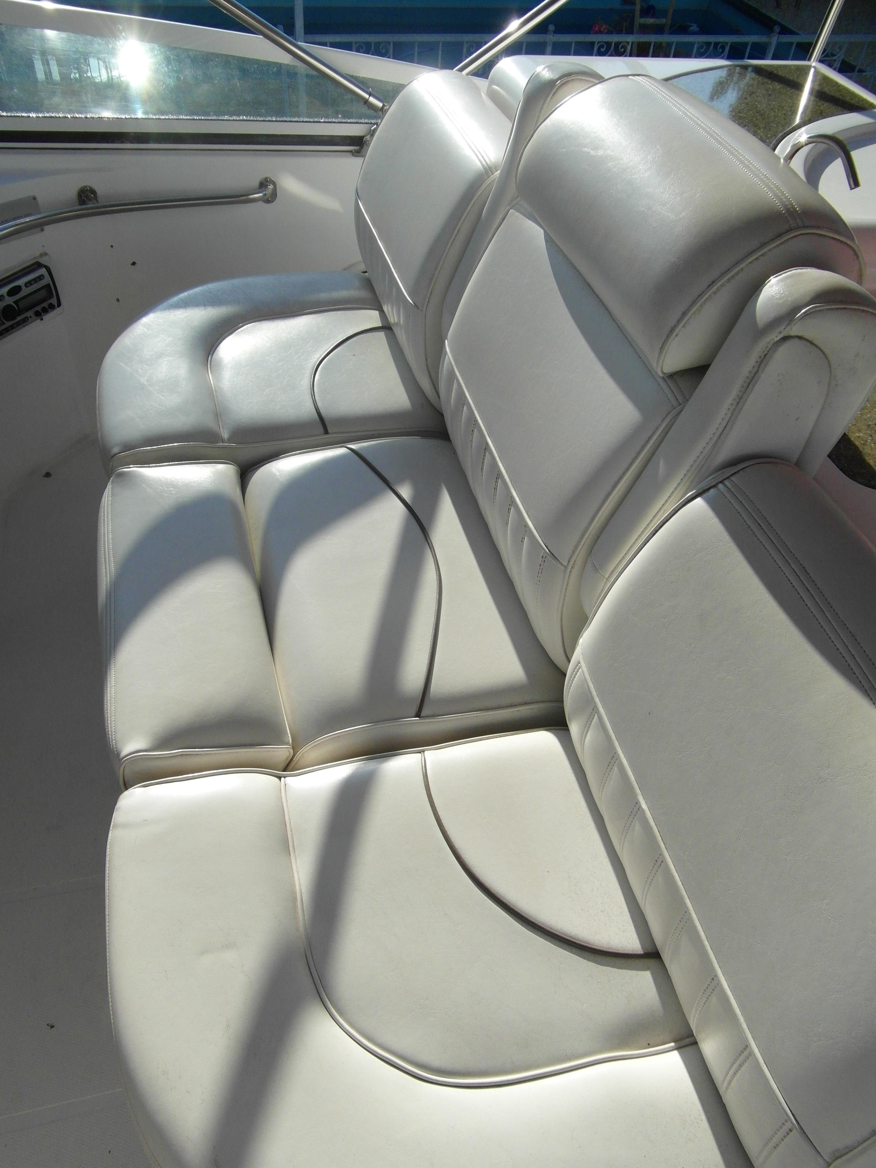 2001 Cruisers 50 Helm Seating