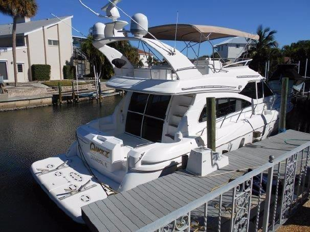 2001 Cruisers 50 Aft Deck and Entry to Salon