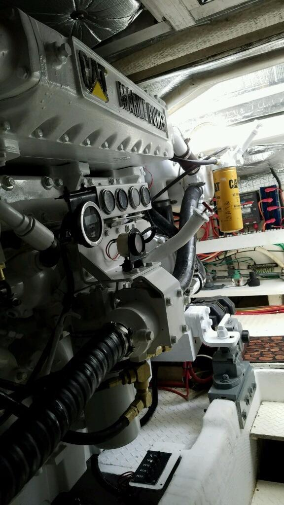 2001 Cruisers 50 Port Engine