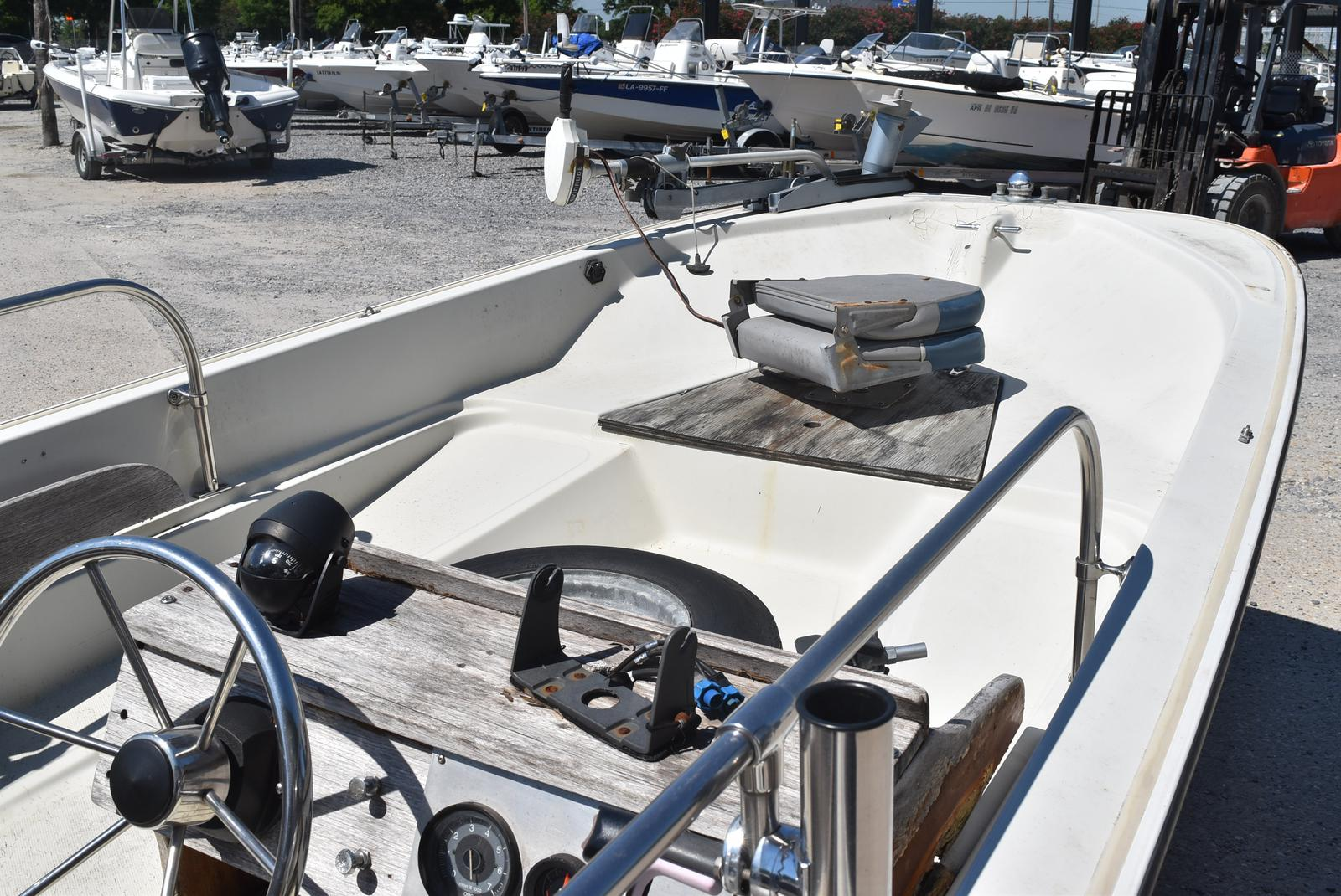 1988 Boston Whaler boat for sale, model of the boat is 15 & Image # 4 of 11