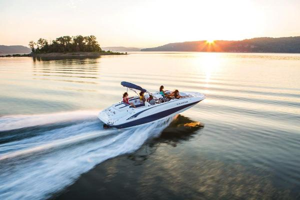 2019 Tahoe boat for sale, model of the boat is 215 Xi & Image # 4 of 45