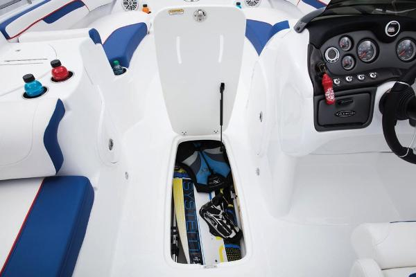 2019 Tahoe boat for sale, model of the boat is 215 Xi & Image # 27 of 43