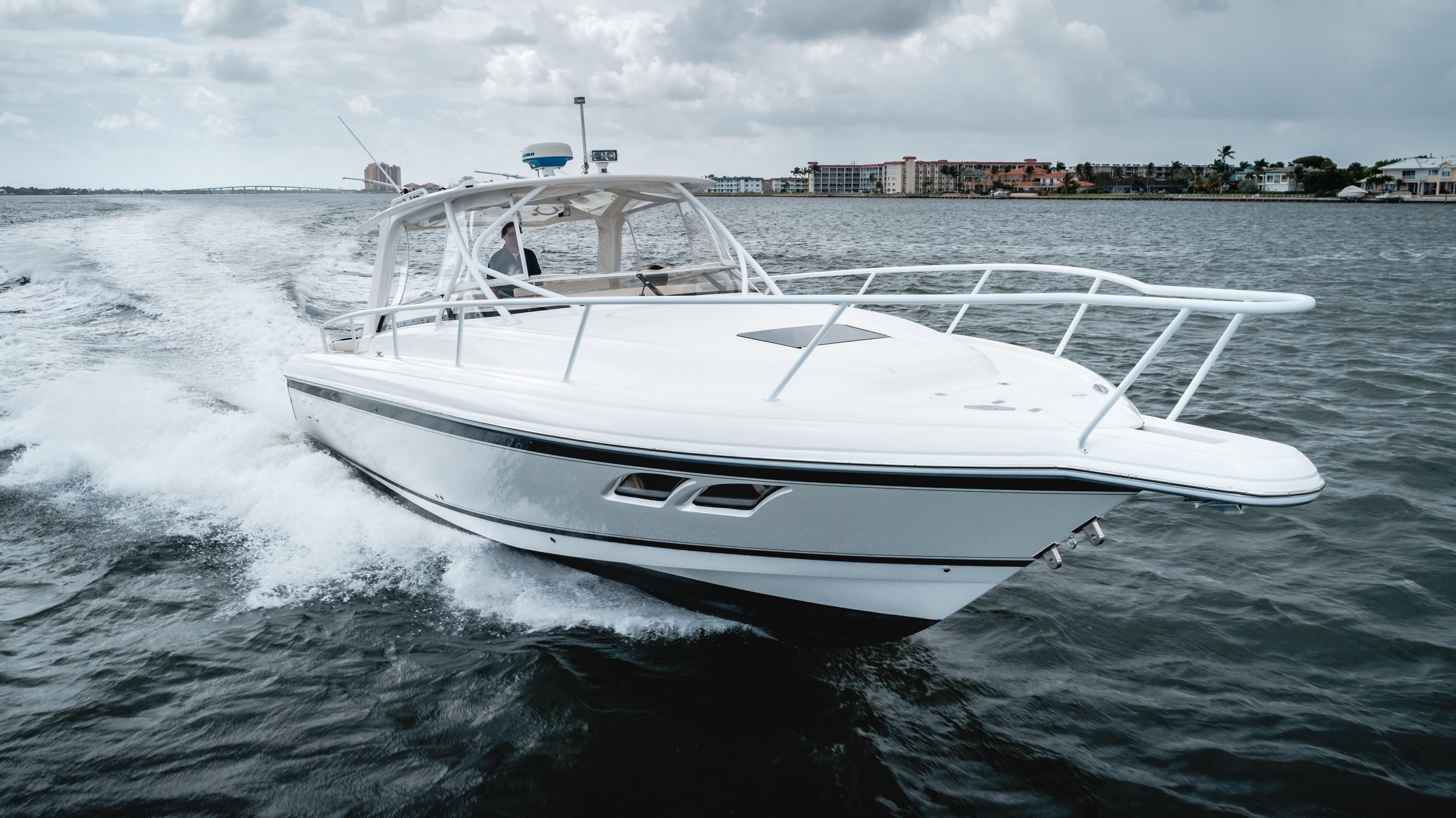 2009 Intrepid 390 Sport Yacht