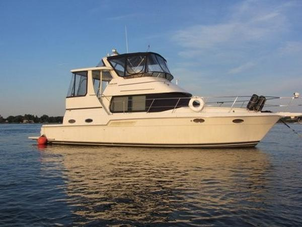 Carver 404 Cockpit Motor Yacht