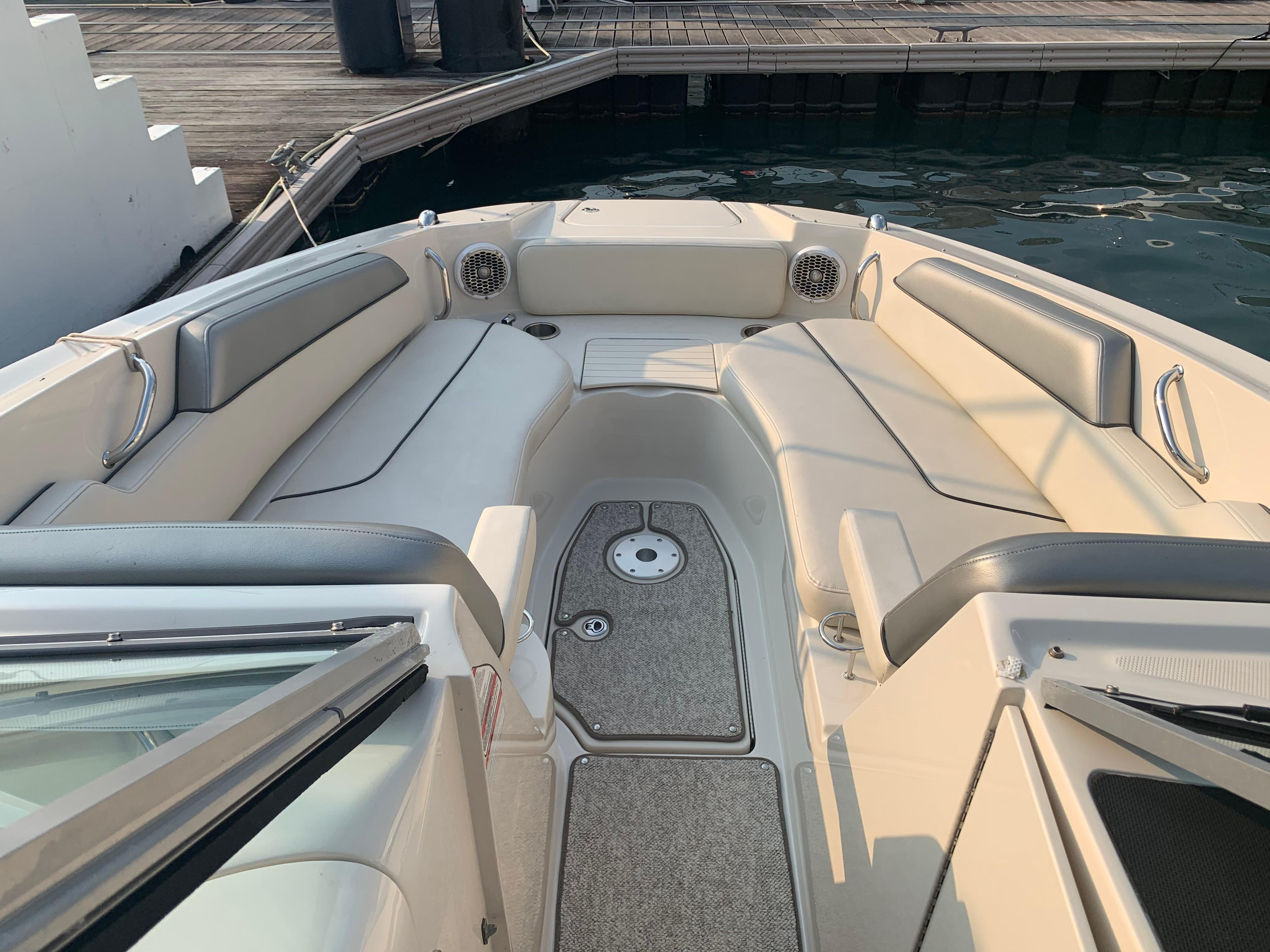 Sea Ray 300 Sundeck - Bow Seating