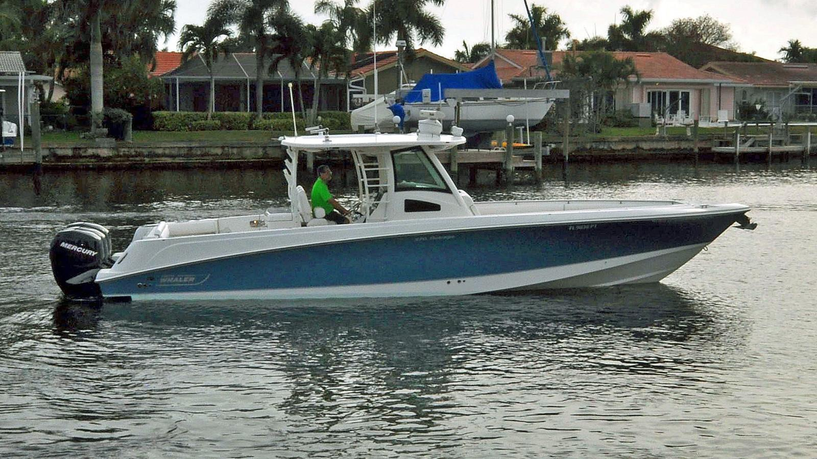 Boston Whaler 370 Outrage 2011 CC - Profile