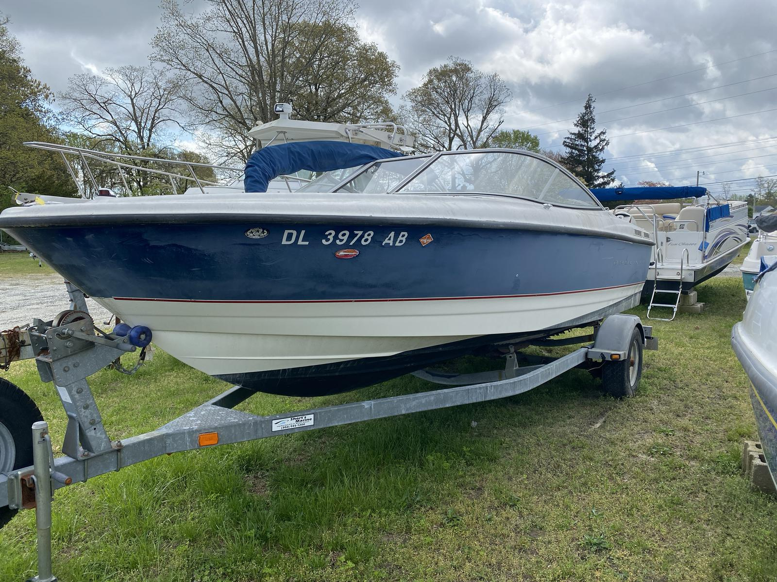 2005 Bayliner boat for sale, model of the boat is 215 Classic & Image # 1 of 5